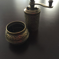 Freeshipping spice grinder.. İt s the healtiest way of grinding.. Handhamerred and traditional grinder..