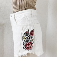 HONEY PUNCH EMBROIDERY SHORTS- WHITE DENIM