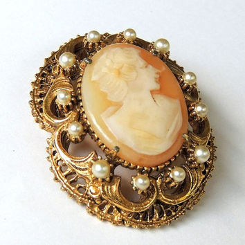 Florenza Brooch, Florenza Cameo Pin, Faux Pearl, Designer jewelry,vintage jewelry,costume jewelry (3kbx)