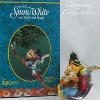 Enesco Disney Happy Holiday Snow White Ornament and the Seven Dwarfs Shovel Happy's Dwarf Christmas