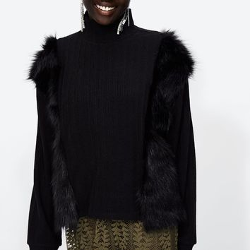 SWEATSHIRT WITH FAUX FUR DETAILS