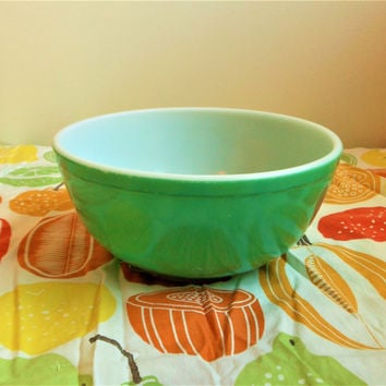 UNNUMBERED Pyrex Primary Green Mixing Bowl, 2.5 Quart Mixing Bowl, 1940's Pyrex Primary 403 Nesting Bowl