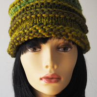 Handmade green beehive hat / Olive green toque / Lime green knit hat / Wool blend crochet hat / OOAK pillbox hat