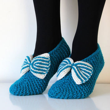 Beautiful hand knit wool slippers in turquoise. Size - small, US W 6-6.5-7, EU 36-37 with bow, CH32 Tirkiizes