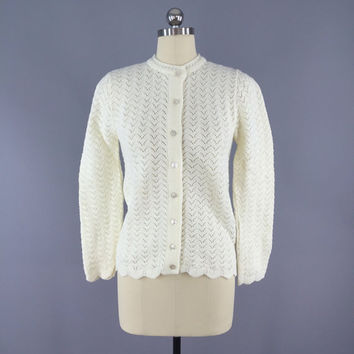 Vintage 1960s Cardigan Sweater / 60s 1970s / Winter White / Knitted Jumper / Size Small S XS
