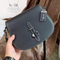 Coach Simple and fashionable new versatile shoulder Messenger bag saddle bag Black