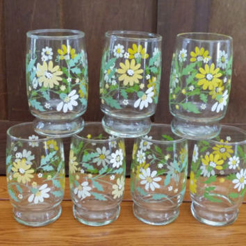 Vintage Yellow Daisy Juice Glasses Set of 7 Perfect For Your Retro Kitchen