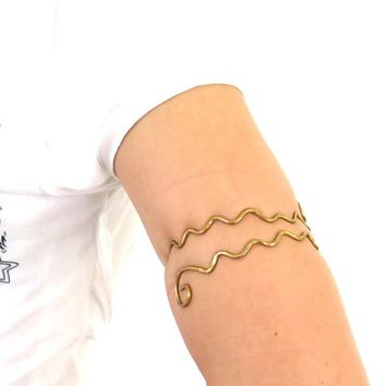 Gold wavy armlet, hammered brass upper arm cuff, above the elbow bohemian bracelet, festival jewlery