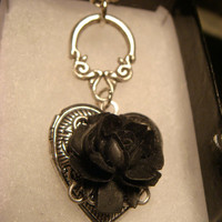 Black Rose Victorian Style Heart Locket Necklace (1795)