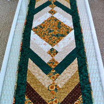 "Quilted French Braid Sunflower Table Runner / Table Topper - Earthtone Shades - 14"" wide x 42-1/2"" long"
