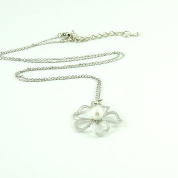 Necklace: Rhodium Plated Clover with majorica pearl.