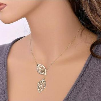 Metal leaves With Double leaves And Short Necklaces, Collarbone Chain And Neck Chain For Women Jewelry Clavicle Chain Collier