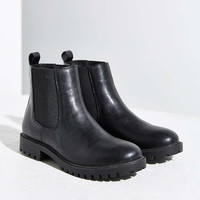 Simple Chelsea Boot - Urban Outfitters