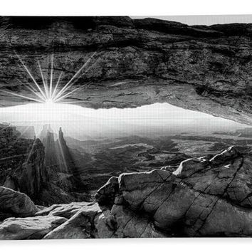 Supernatural West - Mesa Arch Sunburst In Black And White - Beach Towel