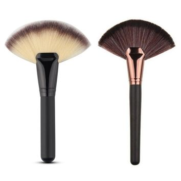 1PCS Face Powder Makeup Brush Fan Shape Cosmetic Brush Blending Highlighter Contour
