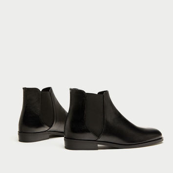 FLAT LEATHER CHELSEA BOOTS DETAILS