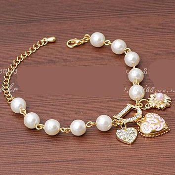2017 New Sweet And Lovely Imitation Pearl Beads Fashion Crystal Bracelet Heart Flowers Letter D Hang Bracelets And Anklets Femal