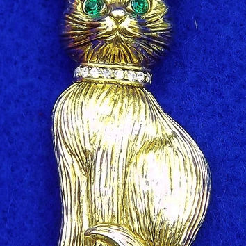 Adorable Brushed Gold Toned Green Eyed Kitty Kat Brooch Pin
