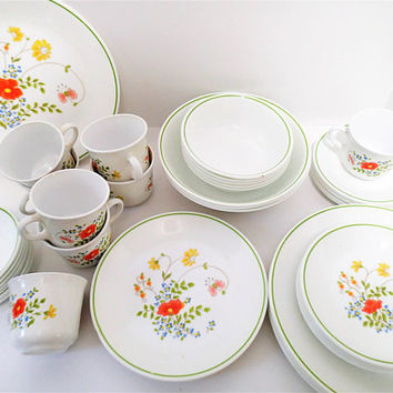 Vintage Corelle Corning Wildflower dinnerware, 45 piece set. Mixes well with Corelle Spring Bouquet