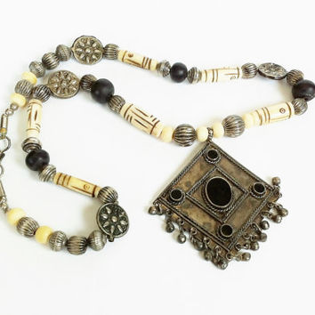 Vintage Silver Amulet Tuareg Necklace, Tribal Necklace, Amulet, Takaza, Carved Bone Beads, Collectible Jewelry, Sahara, Nomad