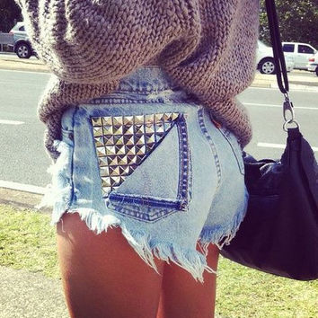 High waisted shorts with half studded pocket
