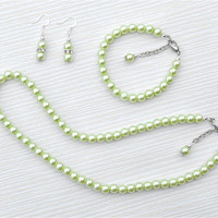 Pale green pearl set, pale green gift, pale green weddings, bridesmaid gift, birthday gift, mother gift, Christmas gift