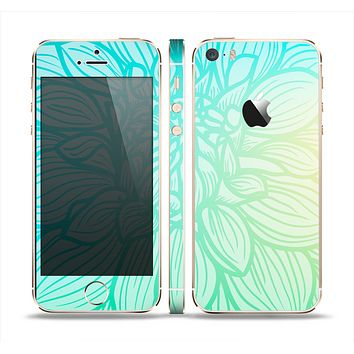 The Faded Blue & Green Subtle Floral Skin Set for the Apple iPhone 5s