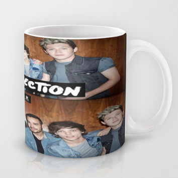 "One direction ""four"" album cover Mug by Kikabarros"