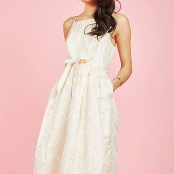 Penchant for Opulence A-Line Dress in Ivory Daisies | Mod Retro Vintage Dresses | ModCloth.com