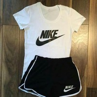 Nike Women Fashion Print Short sleeve Top Shorts Pants Sweatpants Set Two-Piece Sportswear
