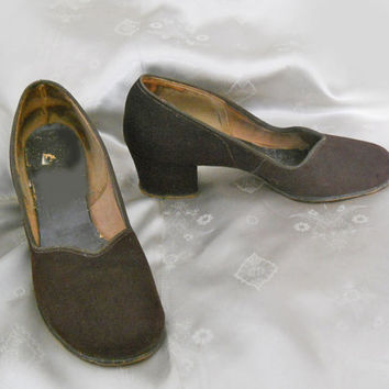 Vintage Shoes - 1940s Brown Suede Pumps - Low Chunky Heels
