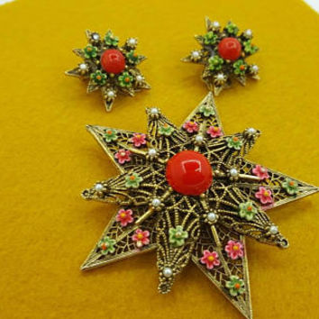 Art Signed Red Star Brooch and Clip Earrings Detailed Vintage pretty