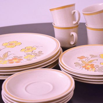 Vintage Stoneware - Vintage Kitchen - Garden Festival - Flower - Dinner Ware - Japan - Hand Painted - Kitsch - 1970 plates - Hand painted -