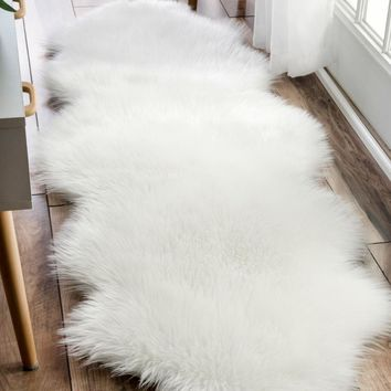 nuLOOM Terrell Solid Faux Sheepskin Area Rug