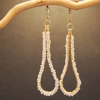 Cosmopolitan 73 Hammered drop earrings with ivory pearls