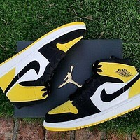 NIKE Air Jordan 1 Black and yellow Toes Space Match colors Black Yellow