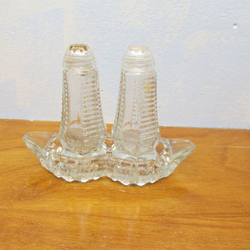 VINTAGE CRYSTAL SALT AND PEPPER SHAKERS WITH GLASS LIDS AND TRAY