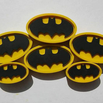 Yellow Batman Crayon PARTY FAVORS 5 Sets // Crayon Goodie Bag // Upcycled Crayon Gift // Healthy Party Favor // Stocking Stuffer Men