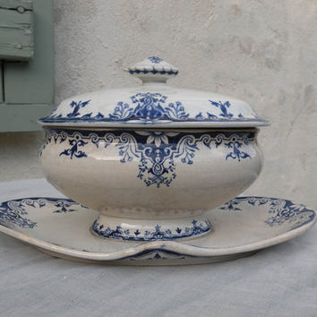 French antique shabby chic sauce tureen. French vintage. Sauce boat. Gravy boat. Romantic French. Vintage sauce tureen