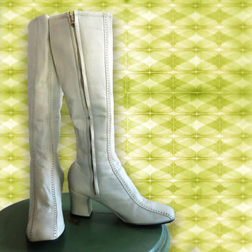 Vintage 1970s White Leather Boots.  Never Used, Deadstock. Amazing Boots