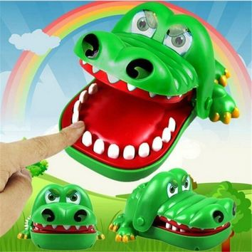 Small Size Creative Practical Jokes Mouth Tooth Alligator Hand Children's Toys Family Games Classic Biting Hand Crocodile Game d