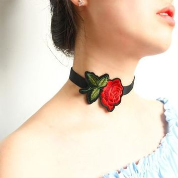 Embroidered Rose Black 90s Choker