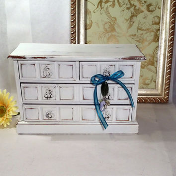 Cottage Chic Jewelry Box Plays Dr. Zhivago Theme White Shabby Chic Distressed Jewelry Chest with Beach Charms Cute  Musical Jewelry Box