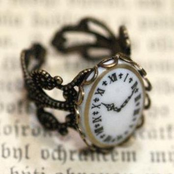 Vintage Clock Cameo Ring by ragtrader on Etsy