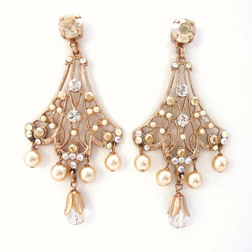 Rose Gold plated, Swarovski and pearl, post Chandelier earrings, bridal Stunning