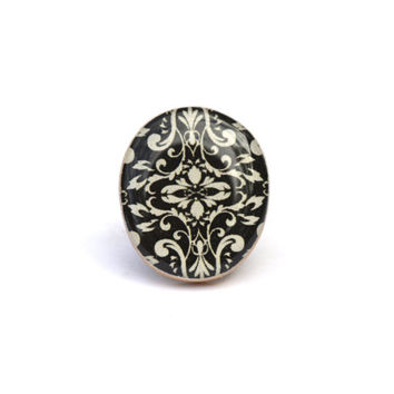 Black Damask statement ring . Wood ring . Damask Cocktail ring . Wood jewelry . Eco Friendly jewelry .