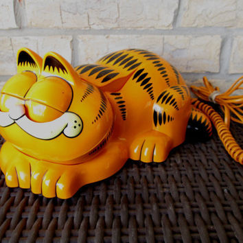 Vintage Garfield Push Button Phone - Opens Eyes When Lift Receiver - Retro Comic Strip Cartoon