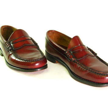Vintage BASS Penny Loafers. Leather Weejuns. Thick Leather Soles. Burgundy Brown. 7 Nail Heel. Men's Size 6.5 EE Wide. Women's 8 1/2.