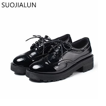 2018 Fashion Oxford Flat Shoes Women Female Oxfords Patent Leather Retro Carved Women Shoe Round Toe Britsh Style Casual Sneaker