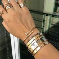 Cartier Women Men Fashion Trending Casual Diamond Bracelet Nail Bracelet Nail Golden